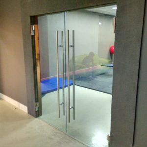Стеклянные интерьерные панели для офиса