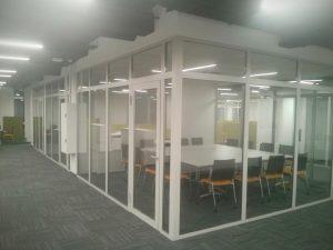 Офис за стеклом
