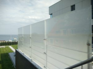 Ограждения из стекла для дома