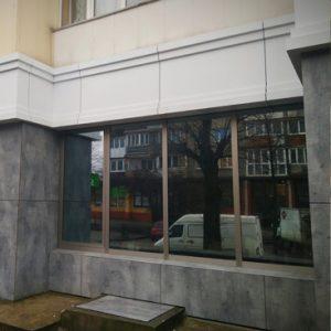 Фасад здания с окном