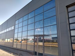 Современный стеклянный фасад