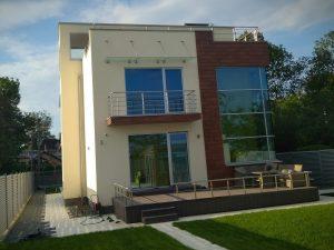открытое крыльцо современного дома